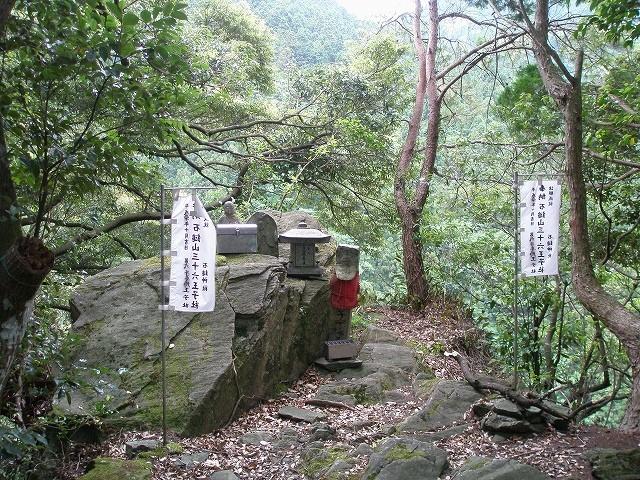 石鎚古道の一つ、36王子道沿いに祀る王子社
