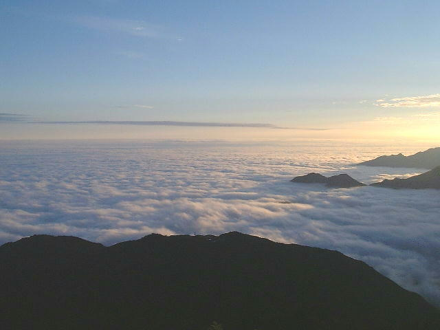 石鎚山頂から望む早朝の雲海/8月