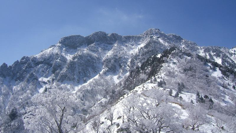 夜明かし峠から望む石鎚山/1月~3月
