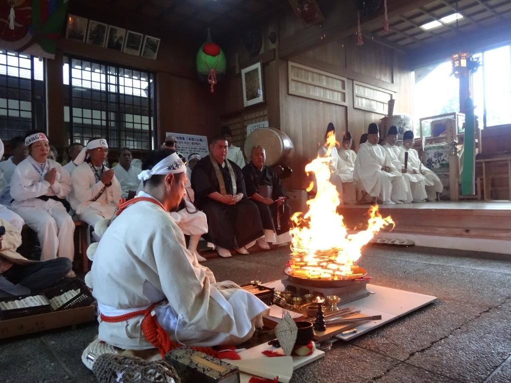 5月の連休前後・・・石鎚山の神事、イベント情報です。の画像